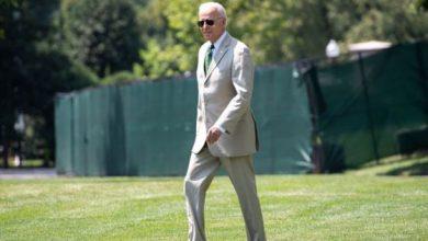 Photo of Biden, Tan Suit Trolls Republicans, Pays Homage To Barack Obama
