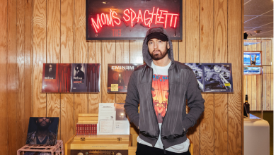 """Photo of Eminem Personally Serves Fans at the Launch of """"Mom's Spaghetti"""""""